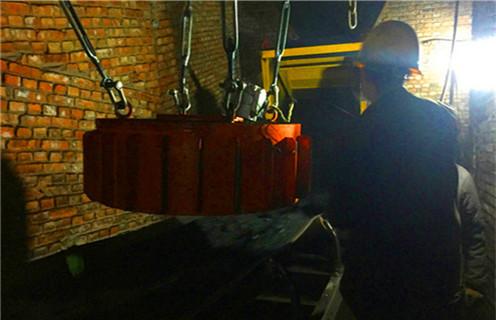 电磁除铁器国家标准,电磁除铁器是一种用于去除大块非磁性材料中的铁的电磁装置,通常安装在带式输送机的头部或中部.电力产生的强磁力会在铁材料中混入铁片后从排料皮带,自动清除目的,并可有效防止输送带纵向划痕,保护破碎机,磨床等正常工作.因此,该系列铁广泛应用于电力,矿山,冶金,建材,煤炭制备,化工等部门下面.