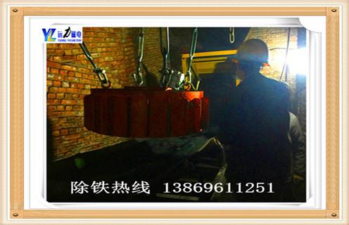 一.电磁除铁器国家标准来区分    电磁除铁器系列电磁除铁器是机身和卸荷两部分的机身,磁选机磁体设计合理,磁场强度高,磁导率深,适用于较厚层的场合铁.它能有效防止灰尘和有害气体腐蚀线圈,对环境和气候具有很强的适应性,在制造过程中采用特殊的密封工艺和真空干燥,使用寿命长.    二.电磁除铁器功率    1.选用三相交流感应电动机的结构型式和结构简单,成本低,维修方便,可直接连接到三相交流电网,这种电磁除铁器最先广泛应用于工业,优先. Y系列电机是一种通用型风冷三相异步电动机,效率高,性能好,噪声低,振动小.适用于不易燃,非爆炸,无特殊要求.以上因素,在满足磁场要求的前提下,选择Y系列电机.    2.确定功率1.工作机器所需功率Pw(kW)Pw = Fw×Vw /(1000ηw)Pw已指定为2kW,Vw也被指定为0.01m / s, ,知道ηw= 0.96,所以找到Fw = 192000N. H = 0.96 * 0.99 * 0.99 * 0.99 = 0.93η1是链条传动效率,η2η3是两个滚动轴承的传动效率,η4是联轴器的传动效率.    3.所需的电机功率Pd(kW)根据下式,工作机所需的电机功率和变速箱装置的总效率Pd = Pw /η= 2 / 0.93 = 2.15 kW 4.电机额定功率Pm按Pm ≥Pd = 2.15 kW选择电机型号.    5.速度确定同步速度低,电机极数低,体积小,重量轻,价格高,但可使驱动传动比和结构尺寸减小,从而降低变速器制造成本.最常用的,市场上同步速度最大的是1500 r / min和1000 r / min的电机,设计优先.因此,从表17-7中选择Y112M-6电机,同步转速1000 r / min,6极,额定功率2.2 kW,满负载转速940(r / min),额定转矩2.0,质量45kg.