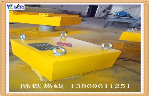 永磁板式除铁器的励磁原理,永磁板式除铁器是一种永磁材料,而不是电磁线圈产生的强大吸引力的高效,环保,节能的除铁设备.该系列产品配备各种类型的皮带输送机,振动输送机,切割管等输送设备配套使用.可以在非磁性材料中去除重量为0.1-25kg的铁磁材料,以确保下一工艺设备(磨床,破碎机等)正常安全运行.永磁板式除铁器产品已广泛应用于水泥,火力,矿山,陶瓷,非金属矿产,冶金,化工,玻璃,造纸,建筑材料,糖,食品等行业.可在各种恶劣环境下长期无故障运行.
