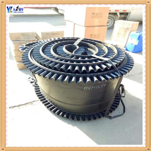 2.除铁器皮带的保养方法    2.1. 输送带在运输和贮存中,应保持清洁,避免阳光直射 除铁器环形带厂家,雨雪浸淋,防止与酸 . 碱.油类,有机溶剂等影 响橡胶质量的物质接触,并距离发热装置1米以外.    2.2. 贮存时库房内温度宜保持在—15℃—+40℃之间,相对湿度宜保持在50—80%之间.    2.3. 贮存中输送带须成卷放置,不得折叠,放置期间应每季翻动一次.    2.4. 输送带运行速度不应大于5.0米/秒,运输块度大,磨损性大的物料和使用固定犁型卸料装置时应尽量采用低速.超出规定速度时,会影响胶带使用寿命.    2.5. 运输机的传动滚筒直径与输送带布层的关系,传动滚筒改向滚筒的配套以及对托辊槽角的要求,应根据输 送机的设计规定,合理选取.    2.6. 为减轻物料对胶带的冲击与磨损,给料方向应顺胶带的运行方向;物料下落到胶带上的落差应尽量减小;给料口应避开滚筒或托辊的正上方;胶 带受料段应缩短托辊间距 和采取缓冲措施.为防止刮破胶带,挡料装置刮板清扫装置和卸料装置与胶带的接触部分应采用硬度适宜的橡胶板,不要采用夹有布层的胶带头.