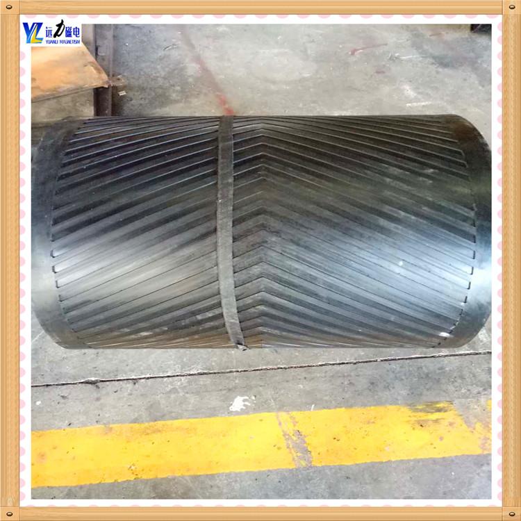 卸铁皮带除铁器-环形输送带按带体拉伸强度可分为M、L、H等型号,其相应拉伸强度如下表:   其中M型,其带芯系用优质维棉交织帆布,一般2-6层,胶厚度约7.5mm-20mm; L型系用NN-200型尼帆布(或聚酯帆布)作强力层,一般2-6层,胶厚度7.500mm-20mm。用于各种自卸式除铁器配件用。    H型系用NN-300型尼龙帆布(或聚酯帆布)作强力层,一般2-4层,胶带总厚度7.500mm-20mm。    胶带最大宽度为3100mm,按照作用性能,可提供普通型、耐热型、耐寒型(不低于-4℃)耐酸碱型、导静电型、耐高温型(不高于150℃)及卫生型等。    卸铁皮带除铁器其它特殊性能要求,可协商试制